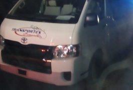 EL CONDUCTOR de esta camioneta fue detenido por manejar ebrio.
