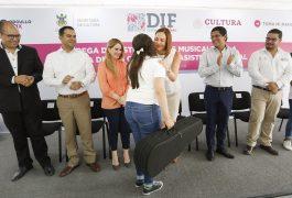 La presidenta del Patronato del Sistema Estatal DIF, Karina Castro de Domínguez en compañía de Paulina Aguado Romero, Secretaria de Cultura en el Estado.