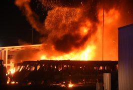 INTENSO incendio de unidades de transporte ocurrió en el municipio de El Marqués