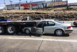 CONTRA LA plataforma de una unidad pesada se impactó el automóvil