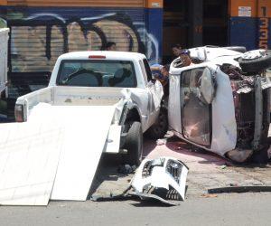 DOS versiones surgieron en el lugar a causa del accidente por lo que serán las autoridades las que deslinden responsabilidades.