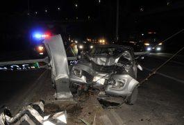 El vehículo quedó destrozado de la parte frontal