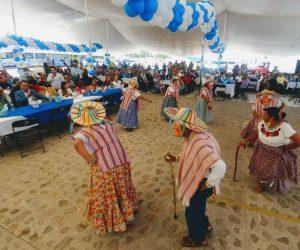 Festeja DIF Municipal a los papás de El Marqués