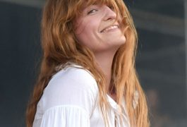 Florence trae sus mensajes de amor