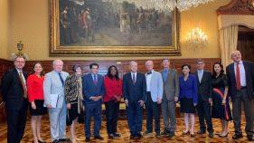 Congresistas de EU se reúnen con el Presidente