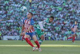 Santos goleó a las Chivas