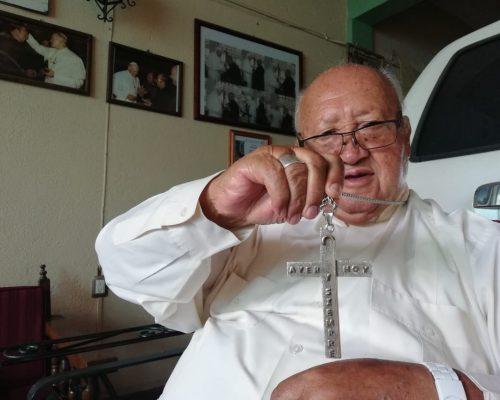 Monseñor Florencio Olvera presenta sus memorias en Tequis