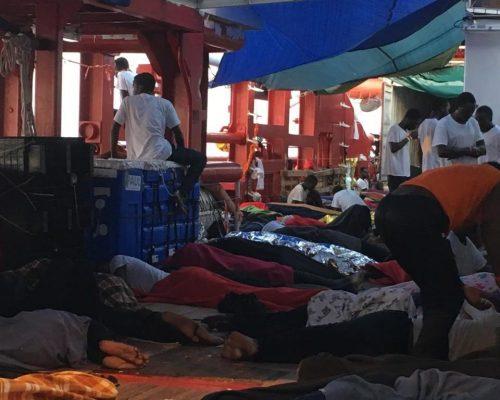 Malta autoriza desembarco de 356 migrantes, irán a seis países