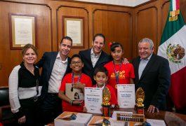 Recibe FDS a ganadores de la Competencia Matemática Aloha