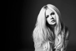 Lavigne se sobrepone con música